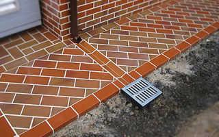 Как правильно сделать тротуарную плитку вокруг дома: Видео