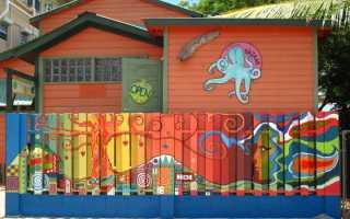 Как и чем покрасить деревянный забор