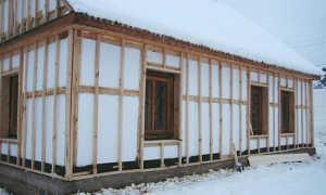Можно ли утеплить деревянный дом снаружи пенопластом, а лучше минеральной ватой?