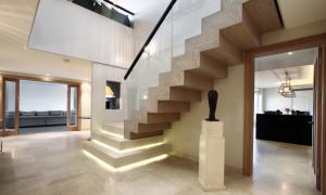 Облицовка металлических лестниц или декорирование дома