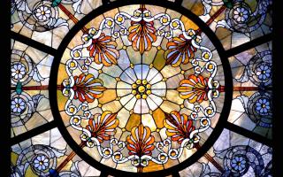Роспись по стеклу витражными красками: технология выполнения
