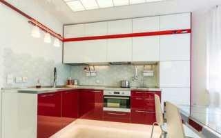 Красно-белая кухня (48 фото): дизайн кухни с красным дном и белой столешницей, особенности кухни в красно-белом цвете, красивые примеры в интерьере