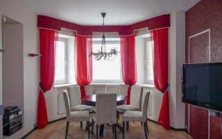Красные шторы в интерьере гостиной с диваном: с каким цветом сочетаются красные шторы – 32 фото